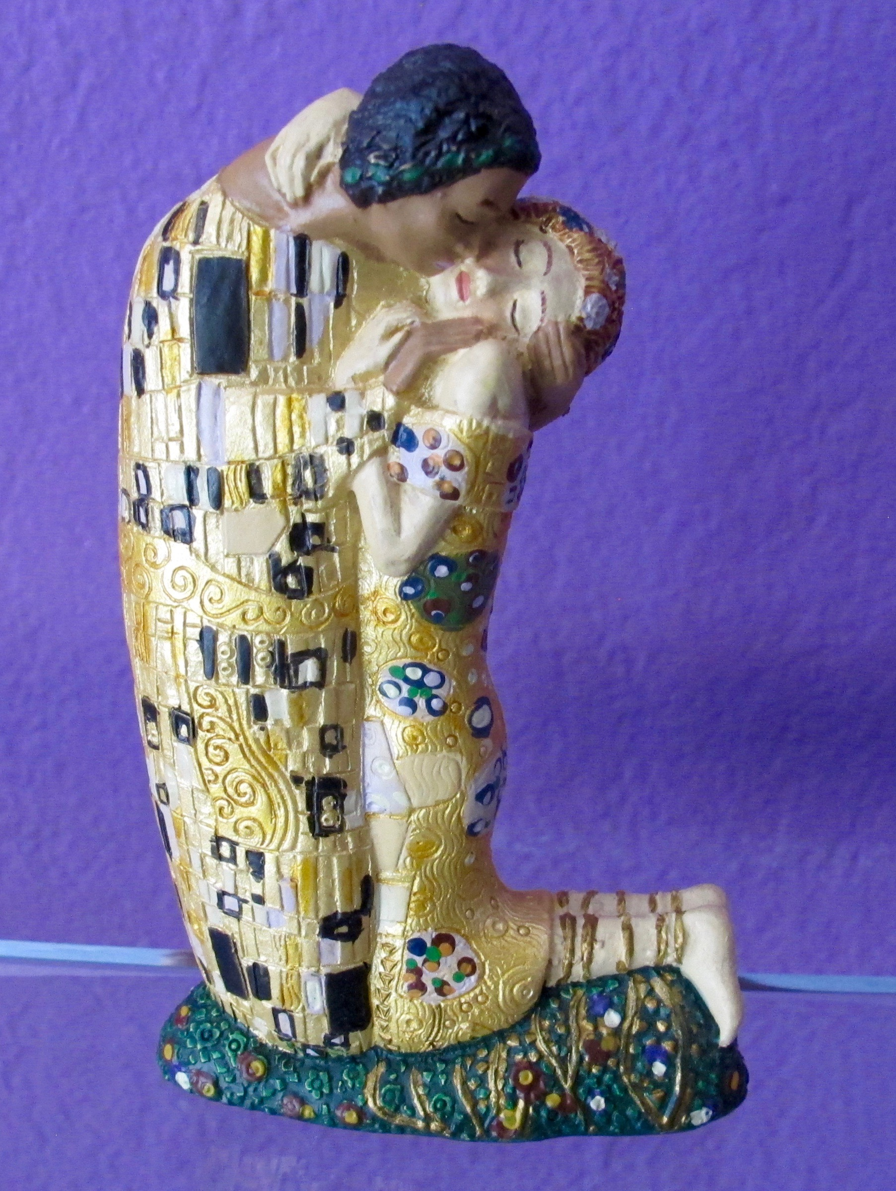Klimt Kiss small sculpture